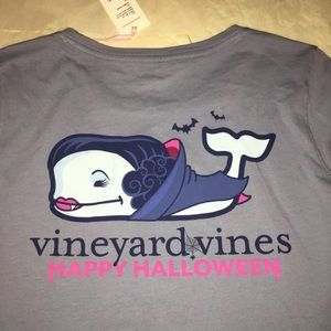 Vineyard vines Vampire whale pocket top